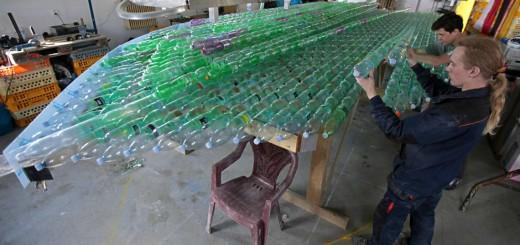 barco de garrafas PET